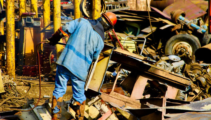 scrap yards Sell Old Car Batteries for Cash